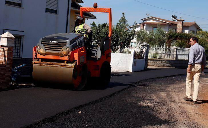 Luís Paulo Costa visita obra em curso no Bairro da Barrosa, em Arganil